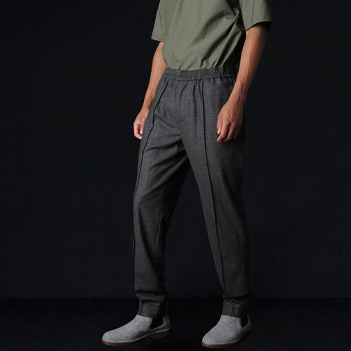 Stretchy Flannel Elastic Pintuck Pant in Dark Grey