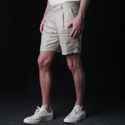 Italian Linen Twill One Pleat Bermuda Short in Sand
