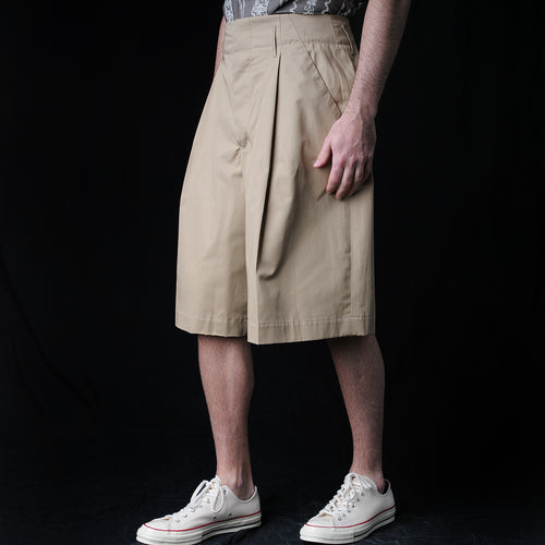 Compact Twill Pleated Short in Beige