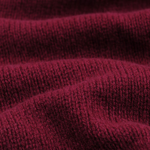 Scottish Wool Turtle Neck Seamless Sweater in Bordeaux
