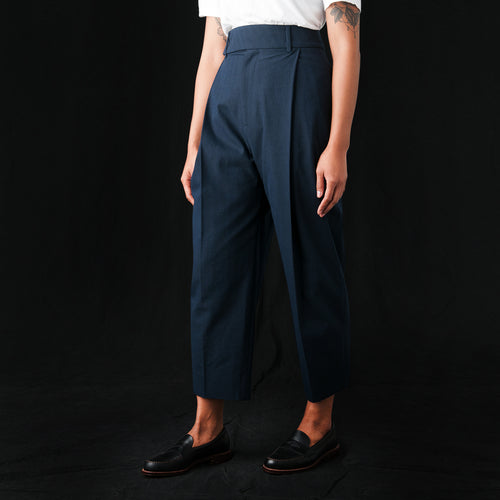 Barry Herringbone Twist Pleat Pant in Dark Navy