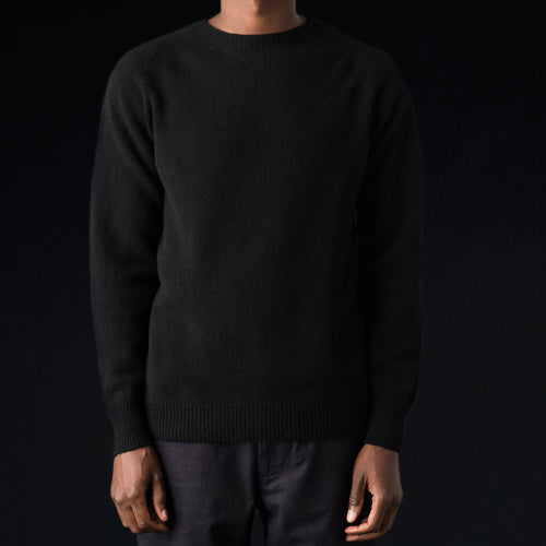 Merino Cashmere Saddle Crew Neck in Jet