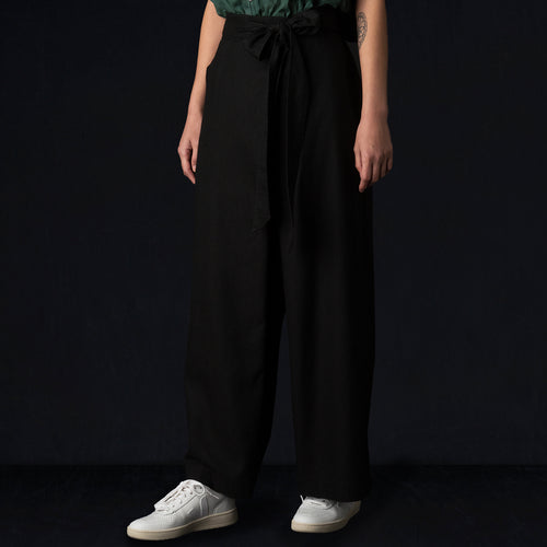 Crossover Pant in Black