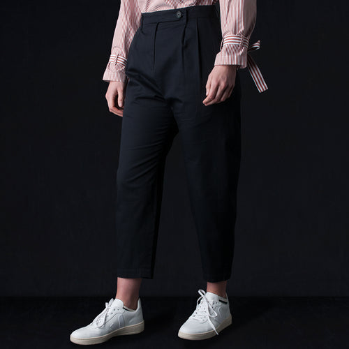 Fine Twill Pleated Ovate Pant in Ink