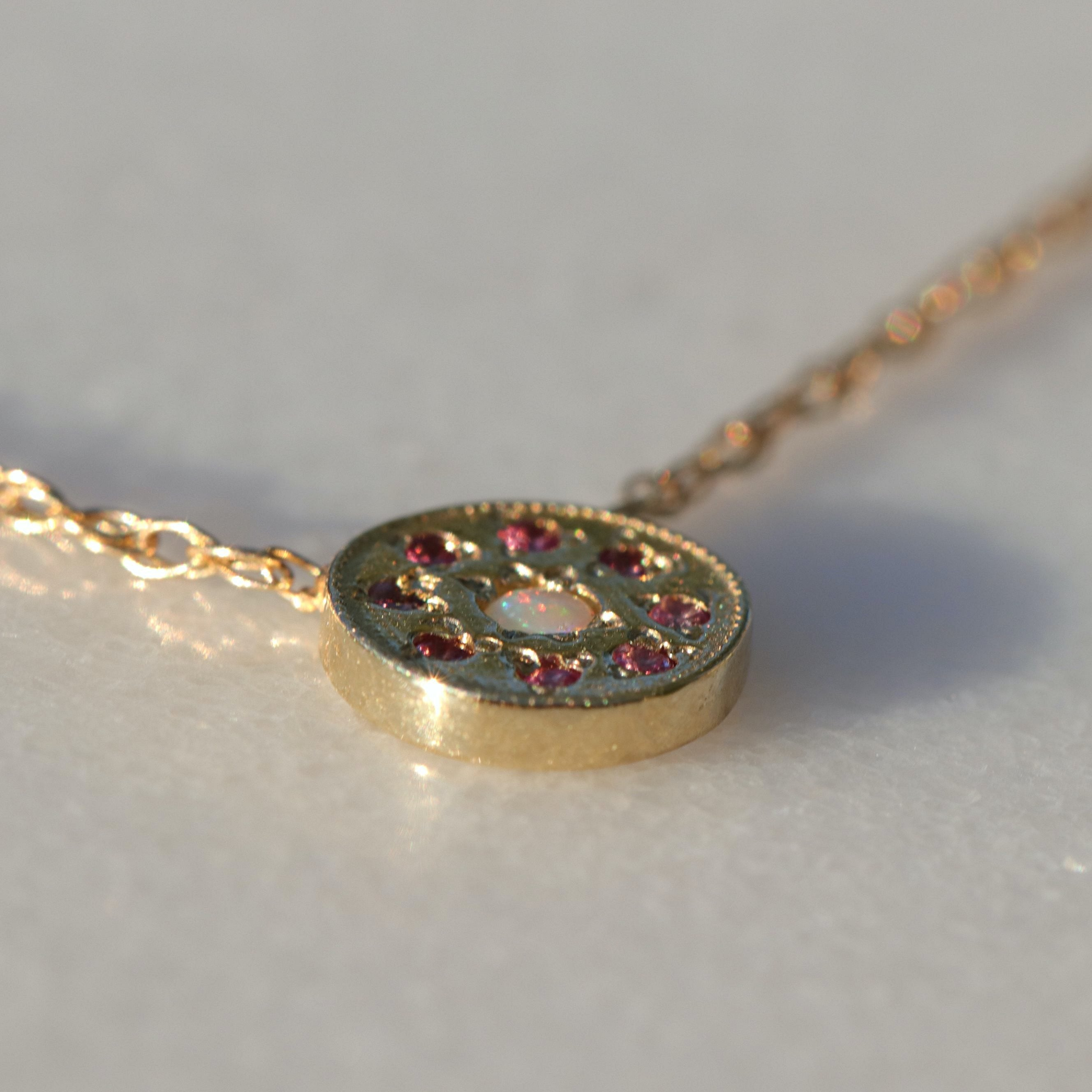 OPAL ROSA NECKLACE