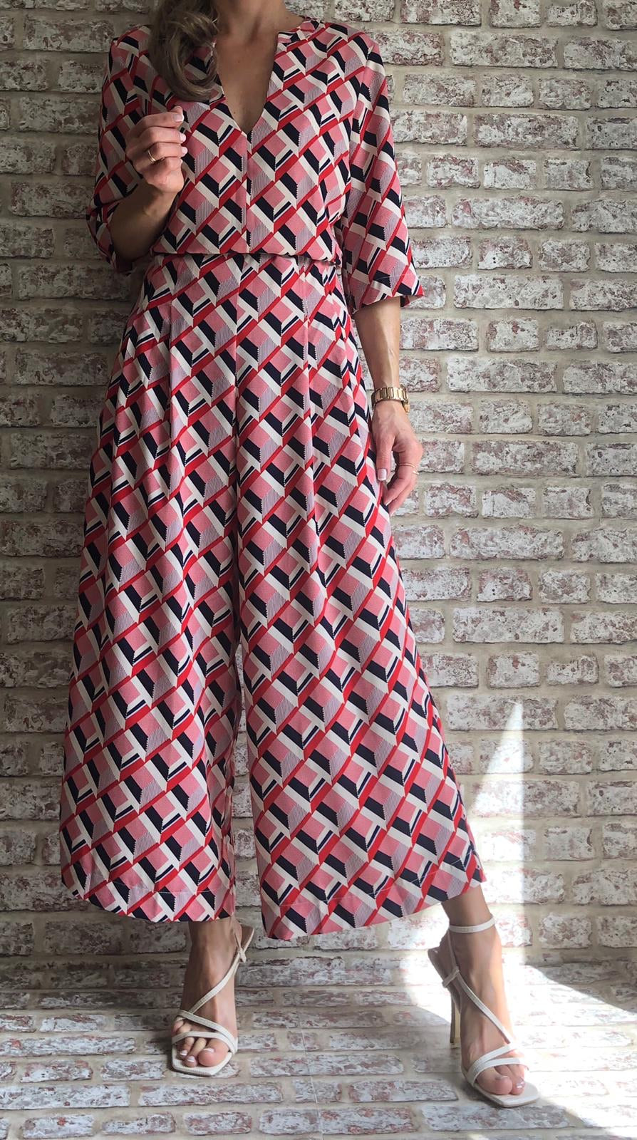 BETTY 3/4 SLEEVE PRINTED JUMPSUIT IN RED AND BEIGE