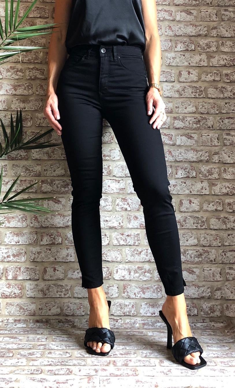 122564 BLACK SECRET GLAMOUR CAPRI