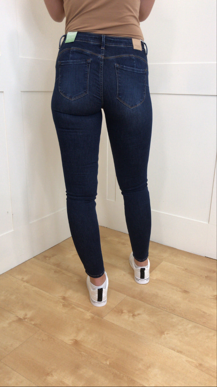 One size up lady jeans