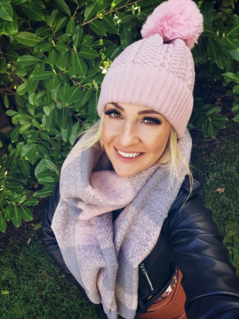 Pink cable knit pink Pom hat
