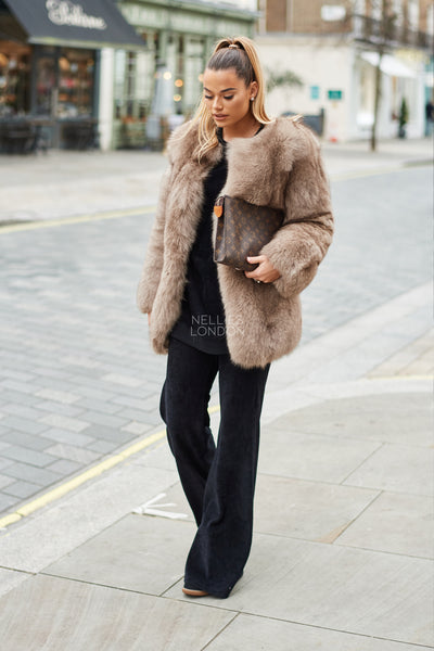 The Flat Collarless Coat