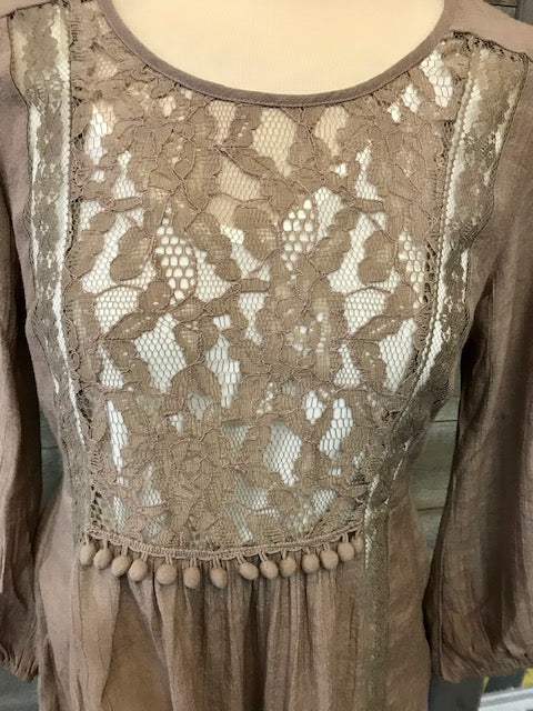Tan Elastic Sleeve Lace Top