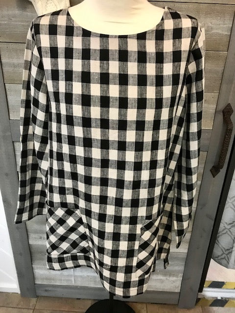 3/4 sleeve plaid scoop neck top