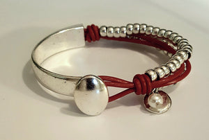 LEATHER WRAP BRACELET WITH CHARM AND PEARL | RED