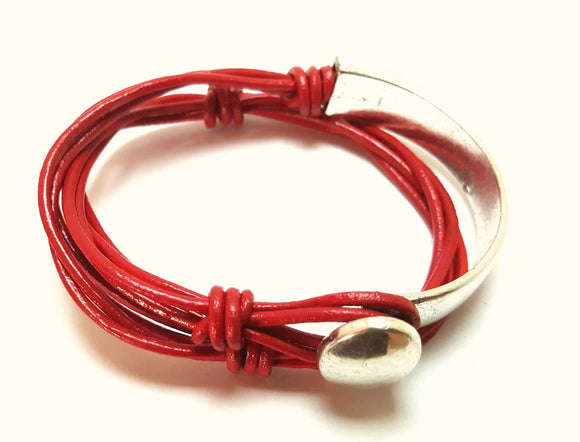 LEATHER WRAP BRACELET WITH BUTTON CLOSURE | RED