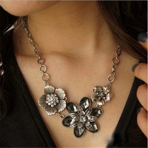 VINTAGE CRYSTAL THREE FLOWER NECKLACE