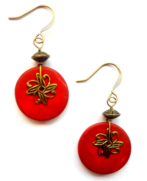 WOOD EARRINGS WITH AGED BRASS FILIGREE | RED