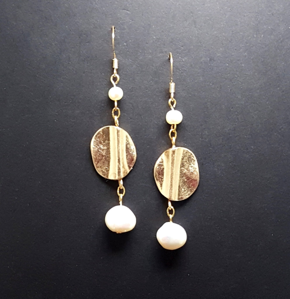 Matte Gold Circle Dangle Earrings with Freshwater Pearls - Lunga Vita Designs