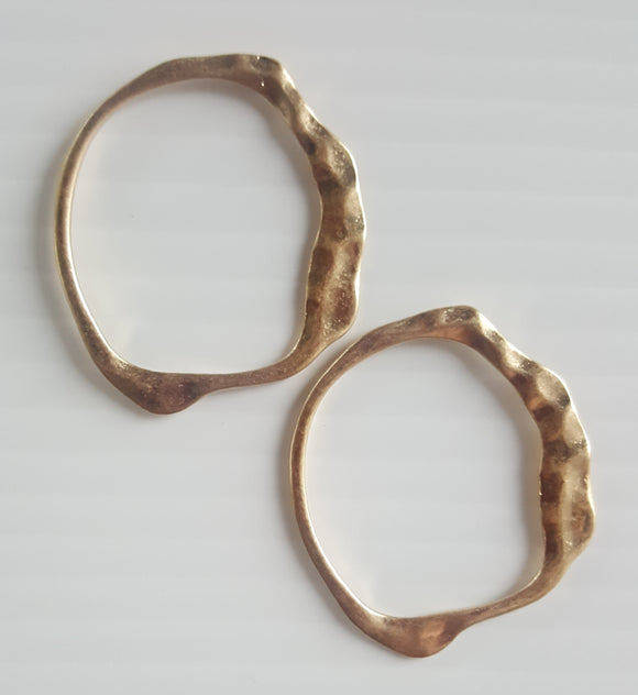 HAMMERED EDGE CIRCLE EARRINGS | GOLD