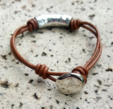 LEATHER TUBE AND KNOT BRACELET | BROWN