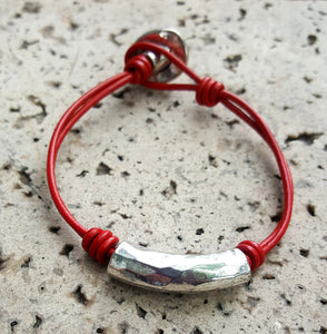 LEATHER TUBE AND KNOT BRACELET | RED