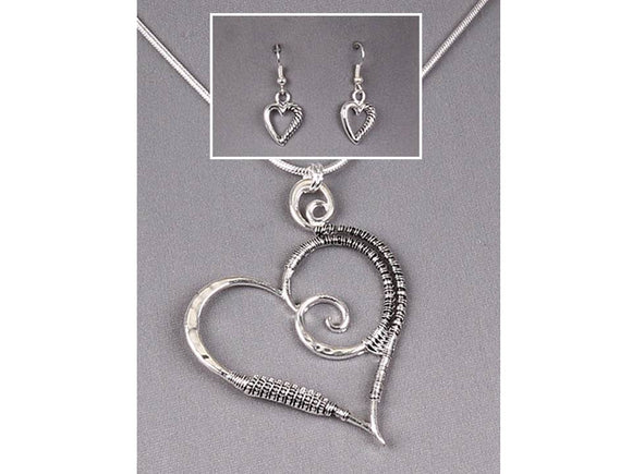 TILTED HEART NECKLACE SET