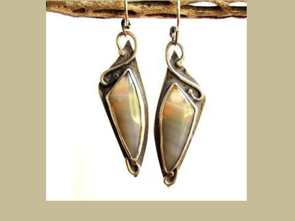 ETHNIC PALE BROWN RESIN DANGLE EARRINGS