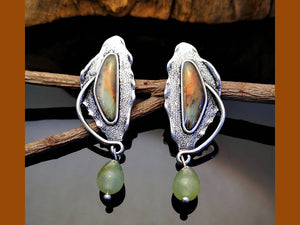 AVENTURINE HAMMERED SILVER POST EARRINGS