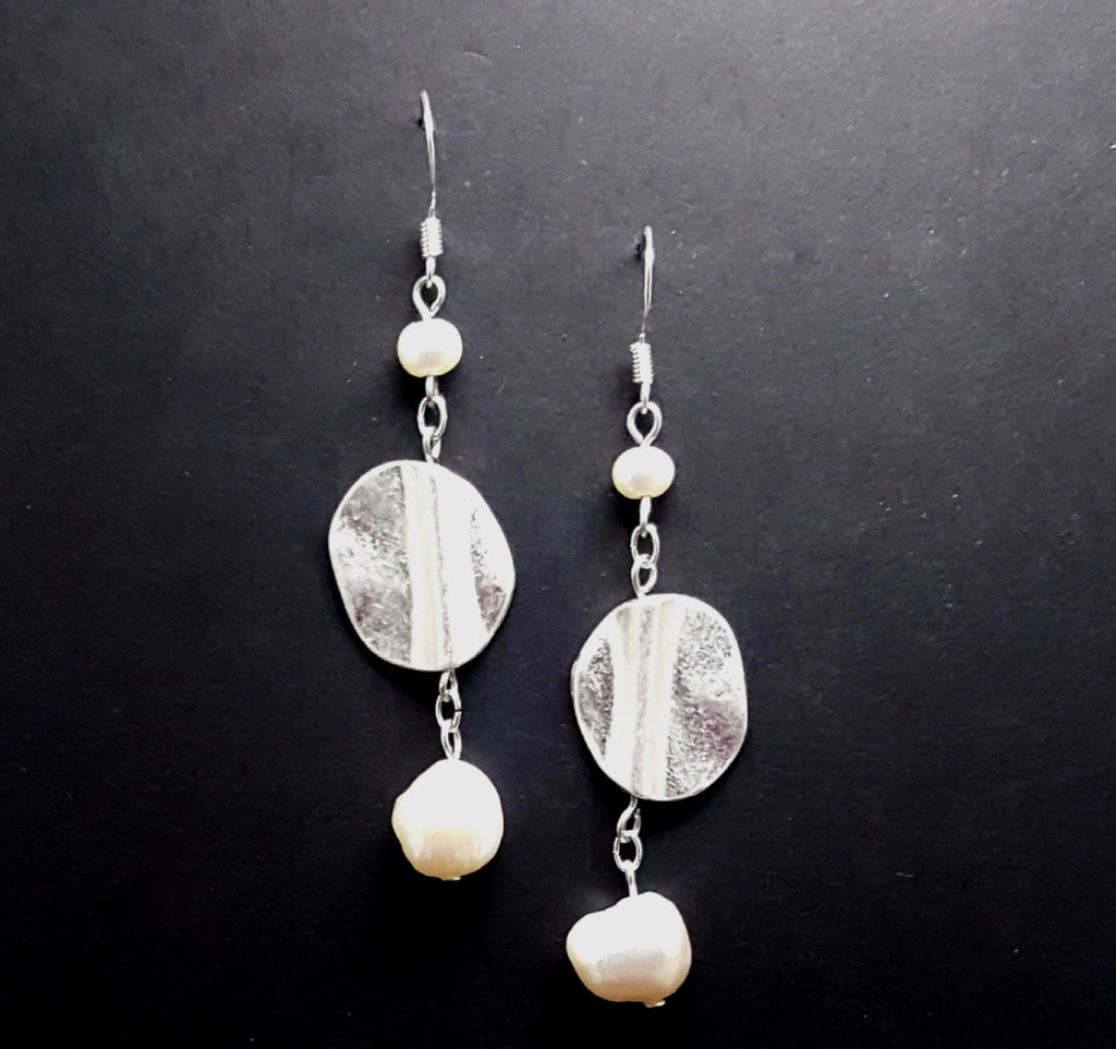 Matte Silver Circle Dangle Earrings with Freshwater Pearls - Lunga Vita Designs