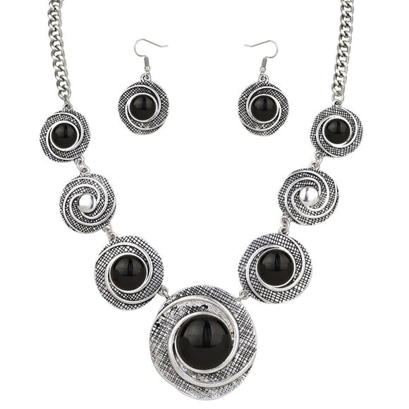BLACK AND SILVER PATTERNED NECKLACE SET