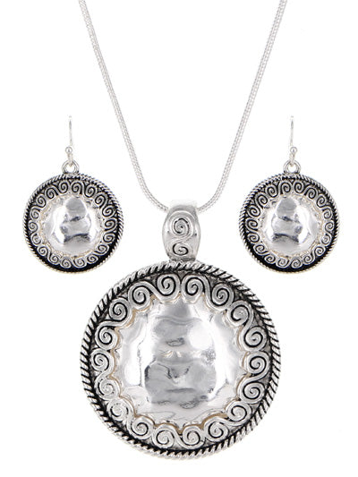 HAMMERED DECORATED SILVER DISKS NECKLACE SET