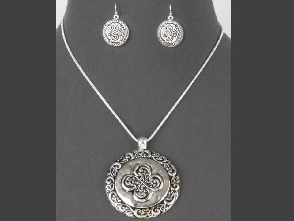Striking Silver Tailored Medallion Necklace and Earrings Set | Silver - Lunga Vita Designs