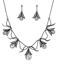 ROMANTIC BLACK AND CRYSTAL NECKLACE SET