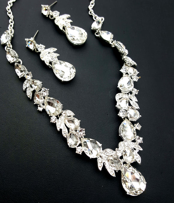 CLASSIC TEARDROP CRYSTAL NECKLACE SET