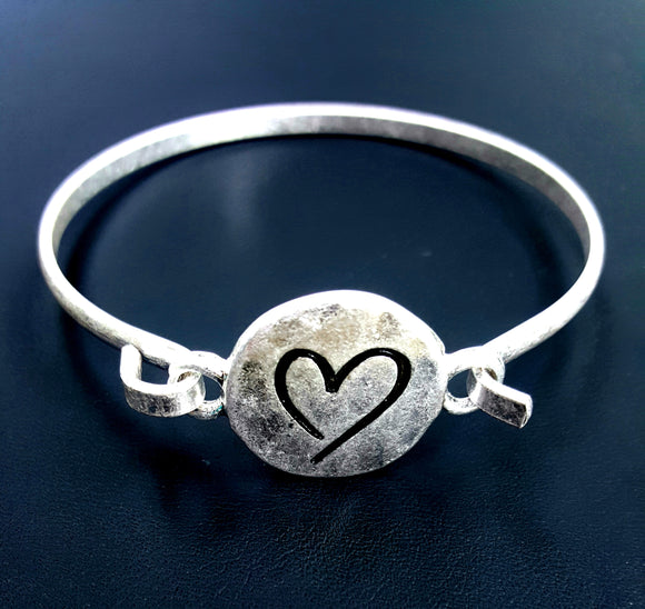 BASIC WORN SILVER HEART BRACELET