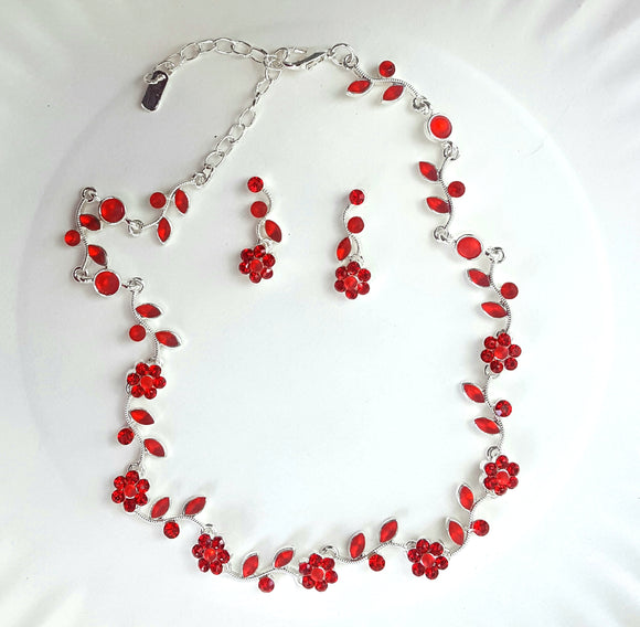 FLOWER CLUSTER NECKLACE | RED