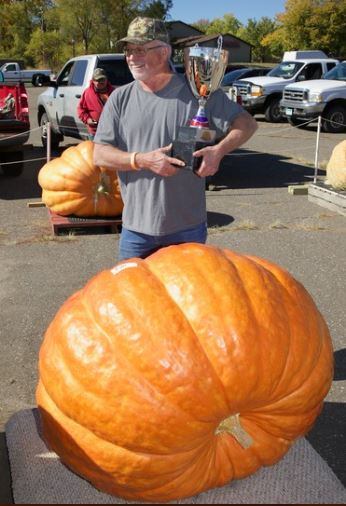 Best of Upper Midwest Orange Giant Pumpkins: 4 Prettiest Pumpkin Award Winners 2020
