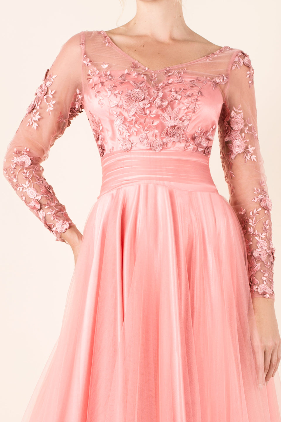 vestido-largo-rosa-transparencias-bordado