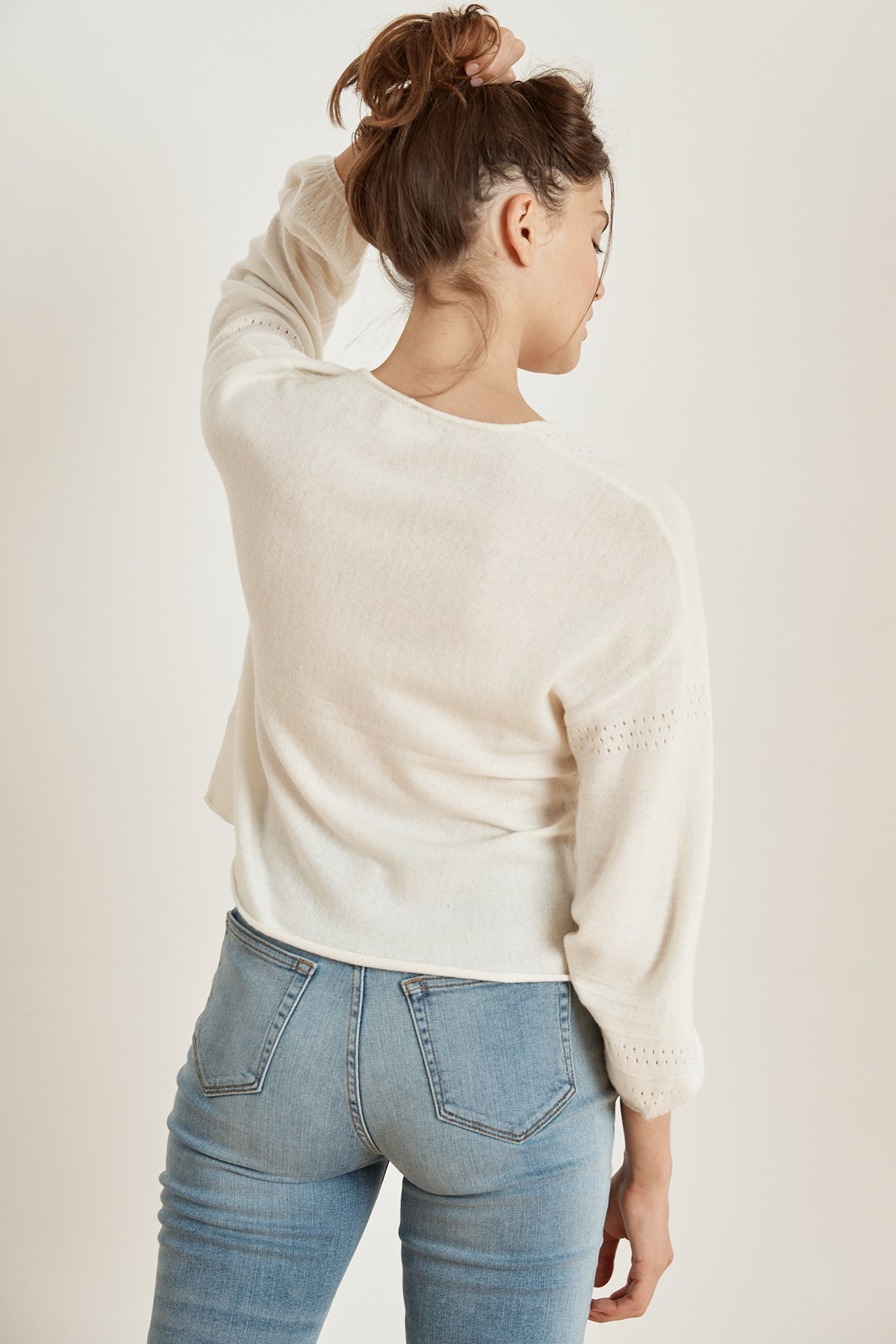 ALORA CASHMERE BLEND V-NECK SWEATER