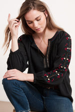 HUNTER FLORES EMBROIDERY BLOUSE