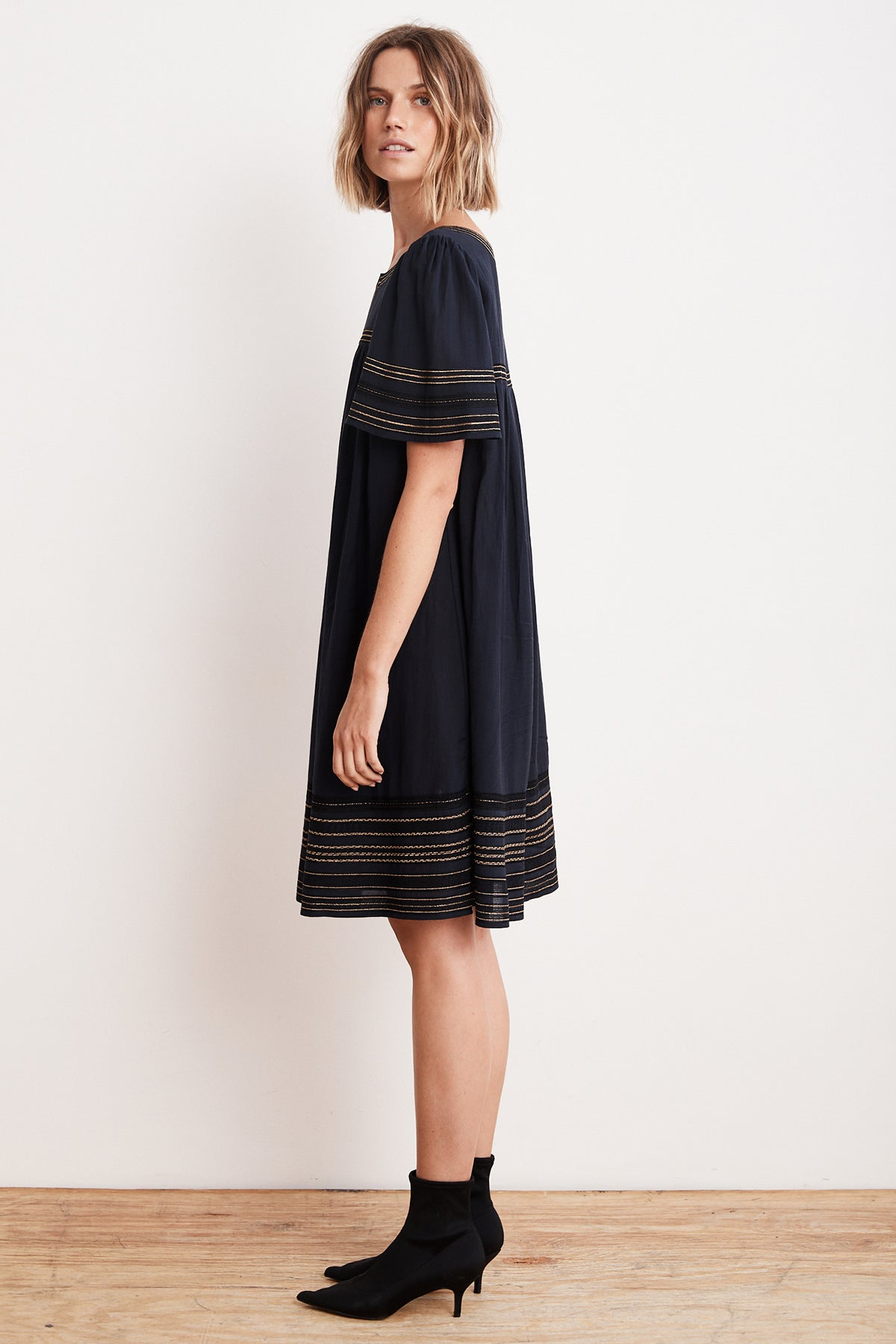 beatrix-lurex-embroidered-viscose-belted-dress-side2