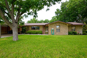 SOLD!   3 Bedroom 2 Bath Brick Home at 16 Alexander Lane in Lampasas Texas