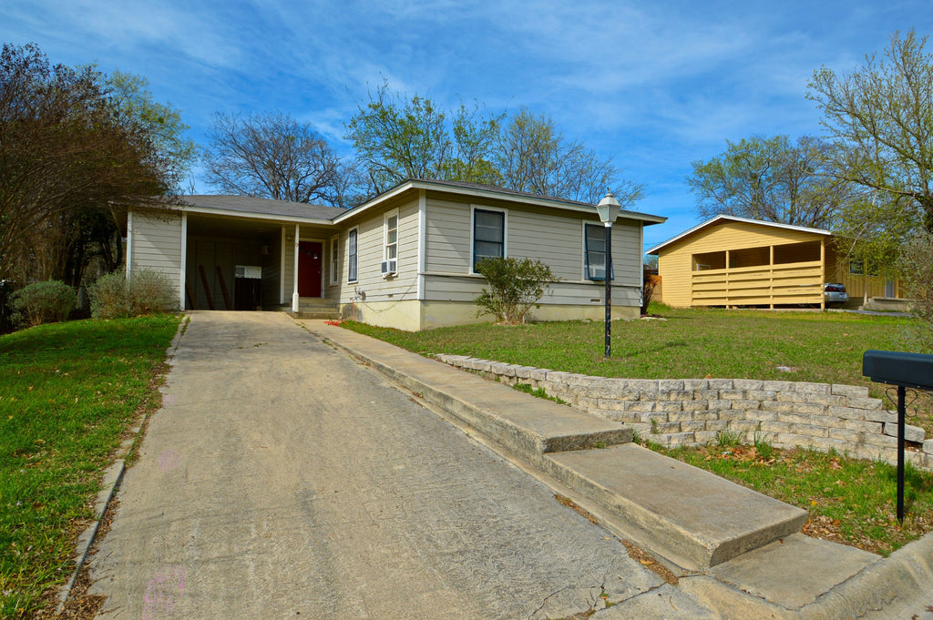 SOLD!  3 Bedroom 2 Bath Home at 9 Cameron Dr. in Lampasas Texas
