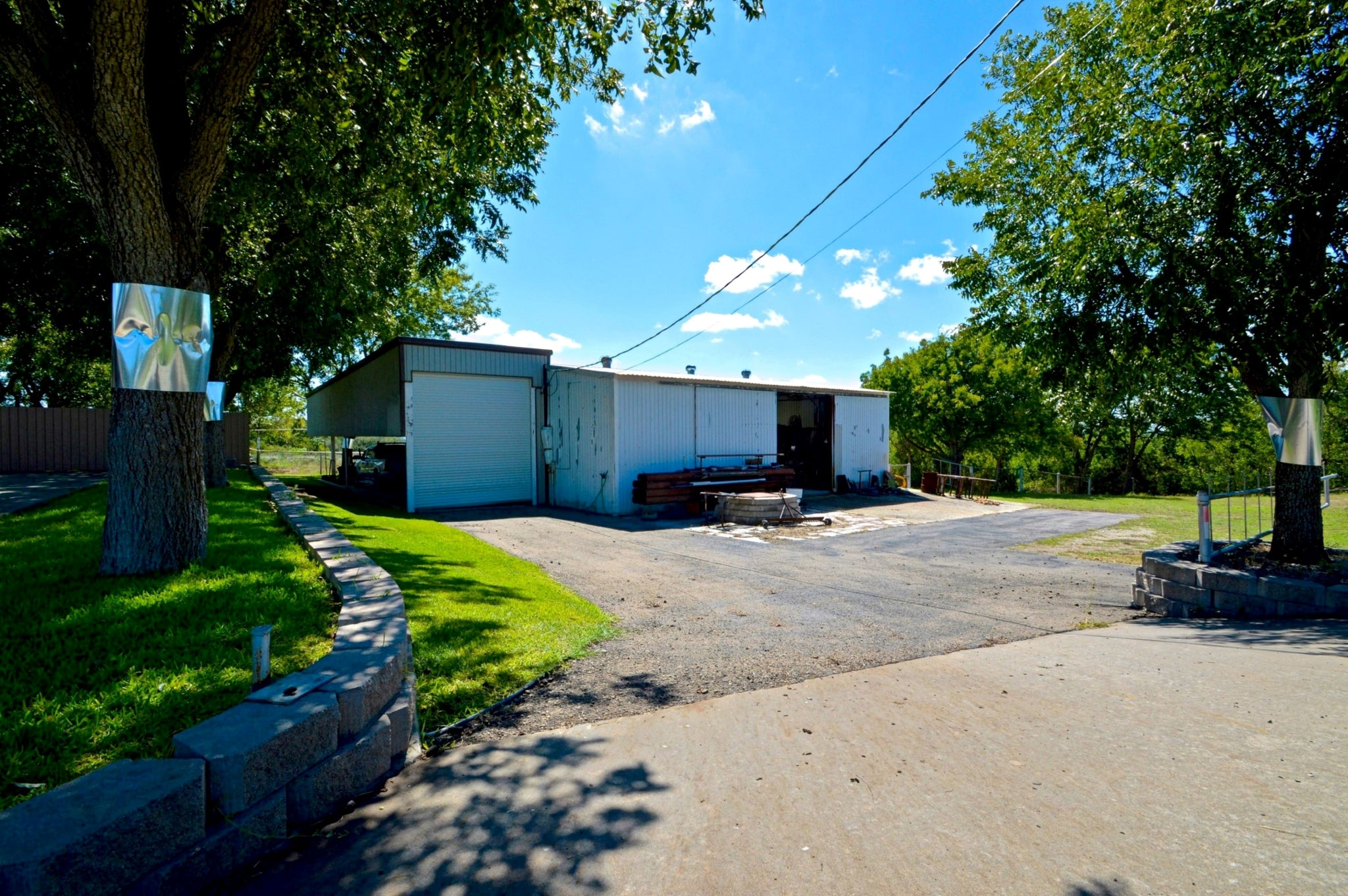 3 Bed 3 Bath House & Shop on 1+/- Acre in Goldthwaite, Tx for only $275,000