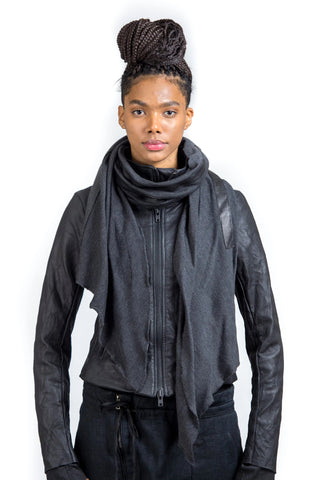 LEATHERBOUND WOOL KNIT SCARF / GREY