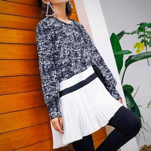 Pleated Hem One-size Knit Sweater, Black & White