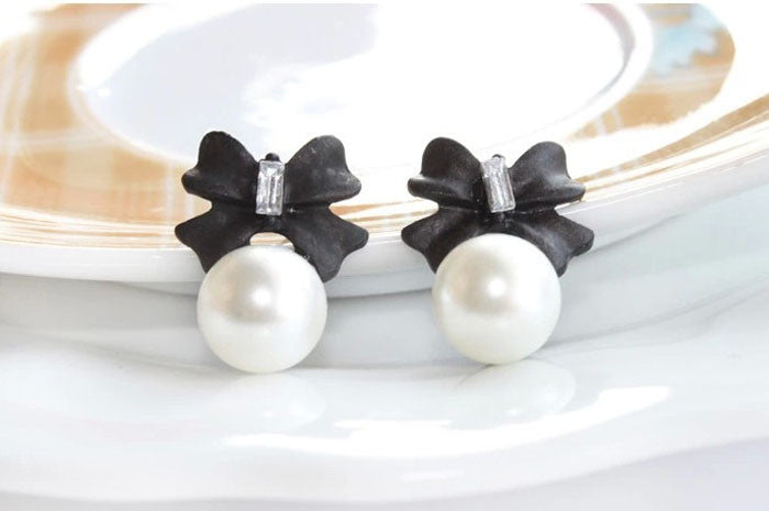 Stylish Bow-knot Pearl Stud Earrings, Black & White