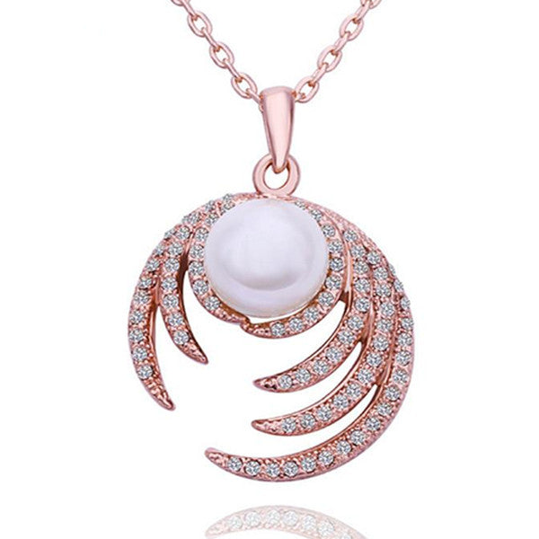 For every classy woman, this stunning Pearl Diamond Rose Gold Necklace is the perfect statement piece.
