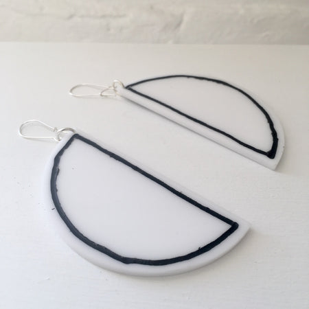 Phebe Parisia Circle Half Moon Earrings - White