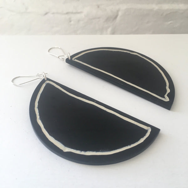 Phebe Parisia Circle Half Moon Earrings - Black