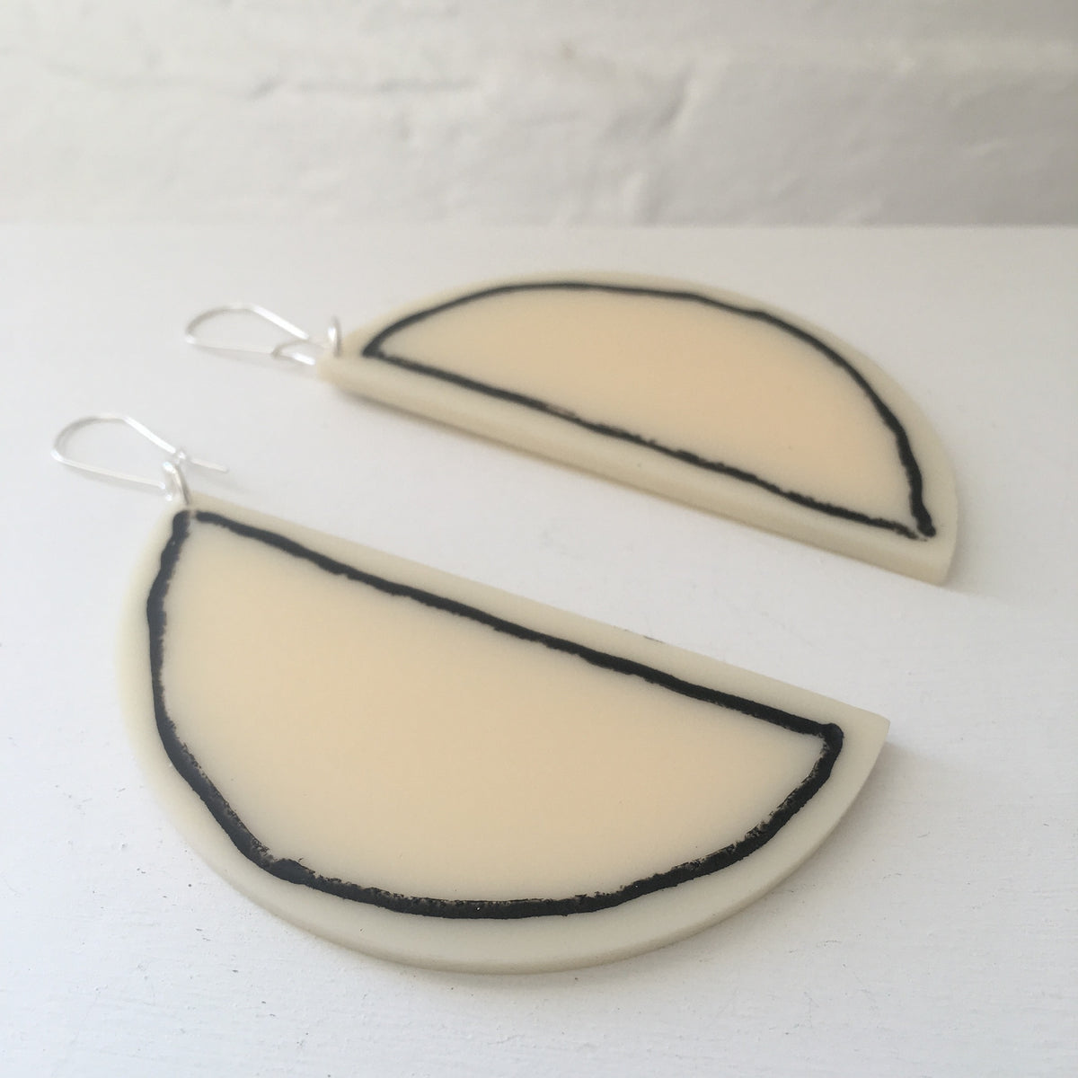 Phebe Parisia Circle Half Moon Earrings - Creme